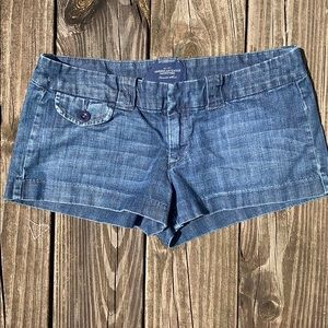 AE JEAN SHORTS SIZE 6